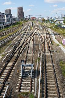 Blick von der Warschauer Brücke auf die Eisenbahnschienen in Richtung Ostbahnhof