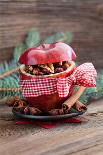 gefüllter roter Apfel