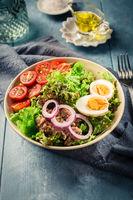 Salad bowl with tuna