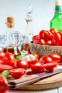 Preparation of tomatoes for drying.