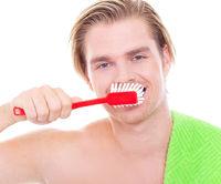 to brush one's teeth