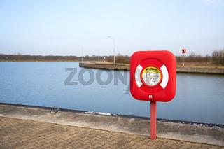 Rettungsring als Sicherheitsausrüstung am Schiffshebewerk bei Magdeburg