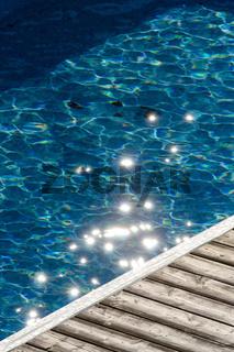 Sterne auf dem blauem Wasser