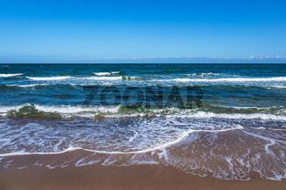 Wellen an der Küste der Ostsee bei Kühlungsborn