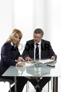 Chef und Mitarbeiterin