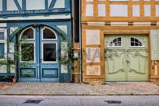 wusterhausen, deutschland - 03.06.2020 - haustüren in der altstadt