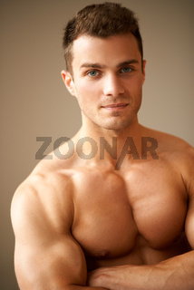 Close up of sporty man with muscular arms crossed