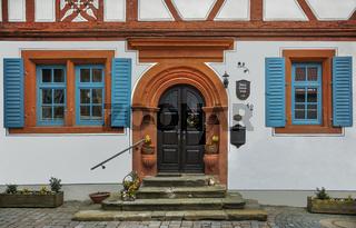 Restauriertes Schulhaus aus dem 17. Jahrhundert