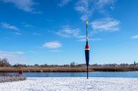 Riesenpose an der Warnow in der Hansestadt Rostock im Winter