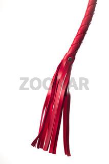 rote Lederpeitsche auf weiß