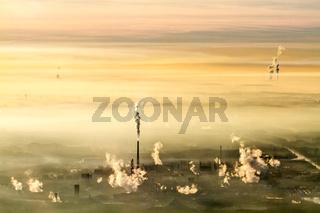 Kraftwerke in der Abendstimmung. Sonnenuntergang