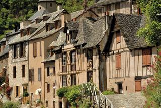 Frankreich: Fachwerkhäuser in Conques