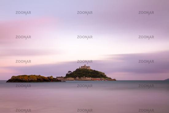 St. Michaels Mount at dusk with violett skies, Cor