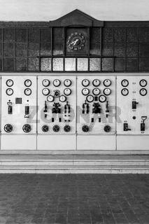 Schalttafel in einem historischen Kraftwerk