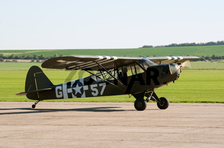 Piper Super Cub taxis for takeoff