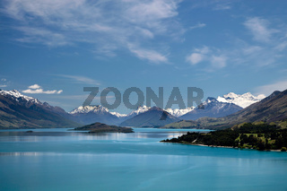 Mountain range and Lake Wakatipu between Queentown and Glenorchy