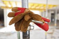 Arbeitshandschuhe als Symbol für Arbeitsschutz
