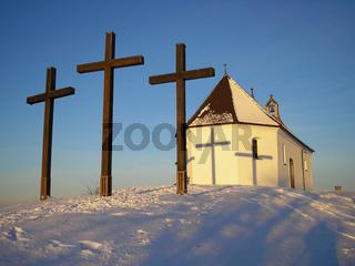 Kreuze vor der Salmendinger Kapelle
