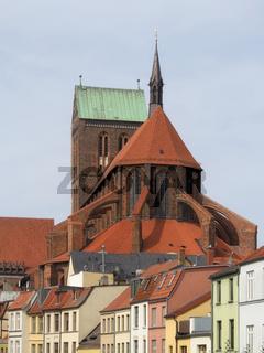 Wismar - St. Nikolai-Kirche überragt die Altstadt, Deutschland
