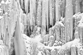 der gefrorene Wasserfall Njupeskaer (Schwedens höchster Wasserfall), Fulufjaellet Nationalpark, Dalarna, Schweden