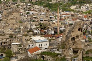 Der Ort Göreme inmitten der Tuffsteinkegel im Weltkulturerbe Kappadokien