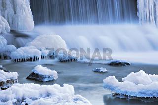 Wasserfall an der Nied bei Bouzonville, Lothringen, France