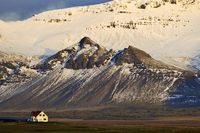 Mountain panorama with snow and a house, near Langaholt, Snæfellsnes, West Iceland, Iceland, Europe