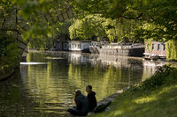 Recreation at the Lower Landwehr Canal with viaduct, Tiergarten, Mitte, Berlin, Germany, Europe
