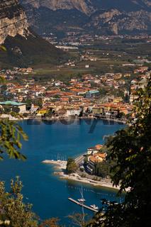 Blick auf Riva, Arco und Nago-Torbole am Gardasee