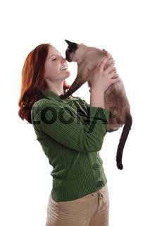 junge Frau mit Siamkatze