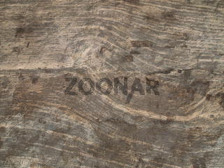 Holz auf Mauerwand