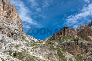 Preusshuette unter den Vajolettuermen im Rosengarten, Trentino, Italien