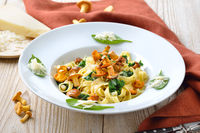 Tagliatelle with chanterelles and spinach