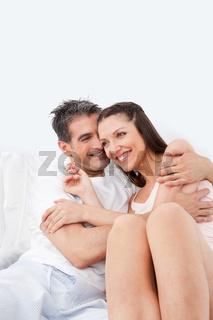 Kuschelndes älteres Paar