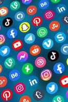 Logo von soziale Medien Icons soziales Netzwerk Facebook, Instagram, YouTube, Twitter und WhatsApp im Internet Hochformat