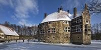 Vischering Castle in winter, Luedinghausen, Muensterland, North Rhine-Westphalia, Germany, Europe