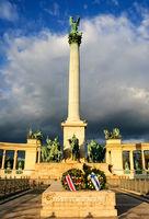 column statue hero square budapest
