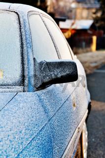 Vereister PKW im Winter