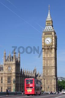 Doppeldeckerbus auf der Westminster Bridge mit Blick auf den Big Ben in London