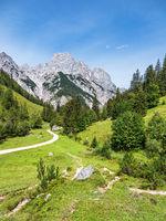 Blick auf die Bindalm im Berchtesgadener Land in Bayern