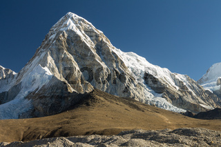Pumori (7161m) and the Kala Pattar Peak. Everest Base Camp Trek, Nepal.