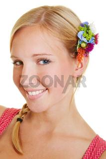 Portrait einer jungen lächelnden Frau