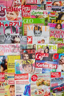 Viele bunte Zeitschriften