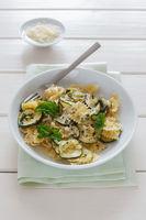 Nudeln und Zucchini