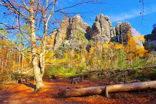 Schrammsteine in der Sächsischen Schweiz, Sachsen - mountain Schrammsteine in Saxon Switzerland in autumn, Germany