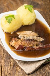 Schweinebraten mit Kartoffelknödel