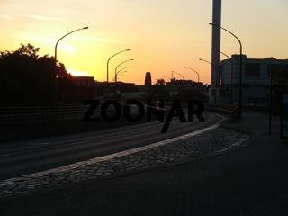 Schnellstraße im Abendrot