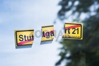 zerrissener anti- stuttgart-21-aufkleber