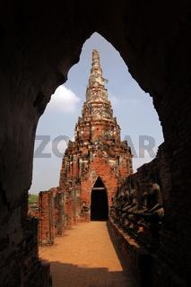 Der Wat Chai Wattanaram Tempel in der Tempelstadt Ayutthaya noerdlich von Bangkok in Thailand.