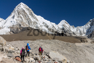 Approaching the Everst Base Camp